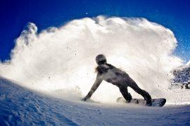 Cum să virezi corect cu snowboard-ul